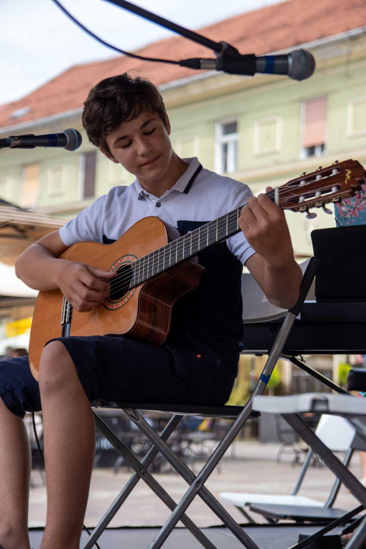 akustična kitara poučevanje