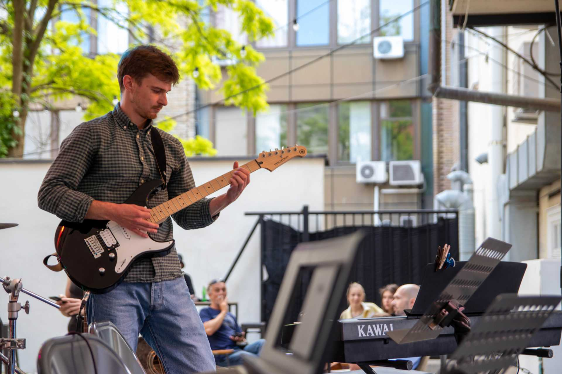poučevanje električne kitare