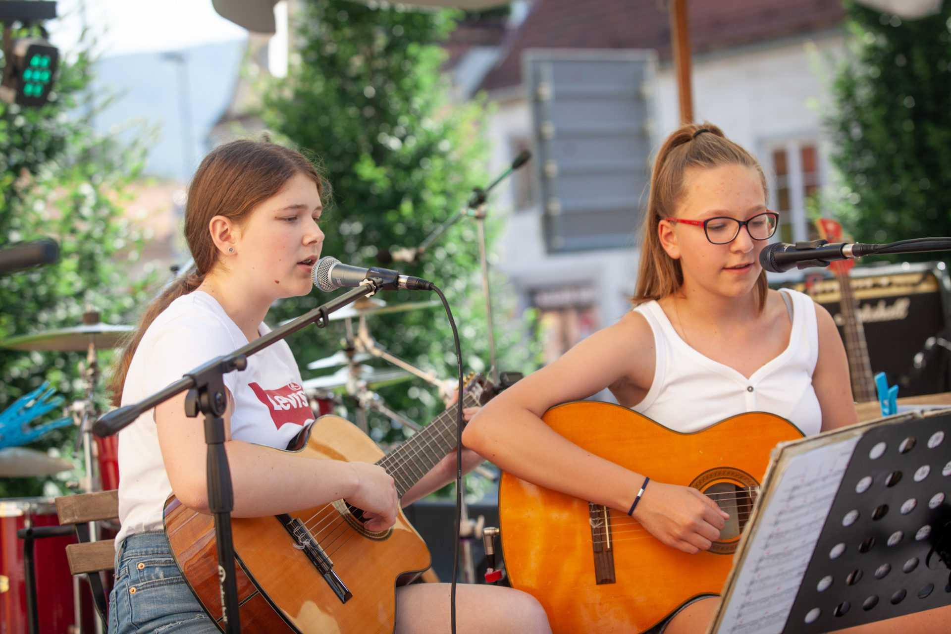 učenje akustične kitare