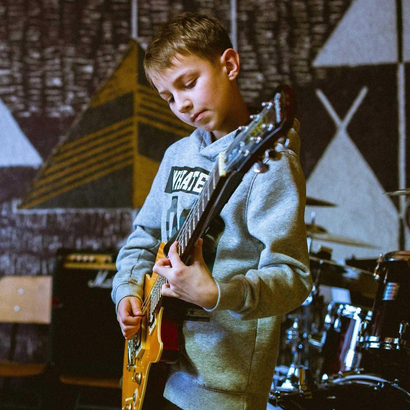 učenje električne kitare