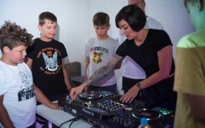 DJ šola v prostorih KUD Coda vpisuje v novo šolsko leto!
